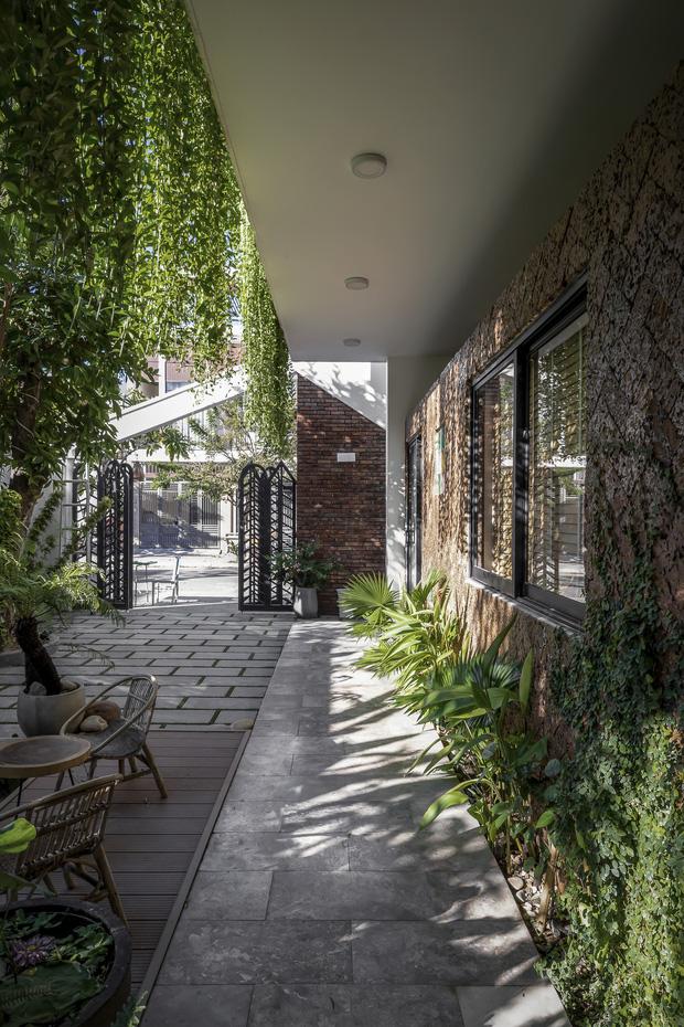 Ngôi nhà 125m2 đẹp như resort của cặp đôi yêu nhau từ cấp ba, đầu tư 2 tỷ với thiết kế đưa gió vào mọi ngóc ngách - Ảnh 5.