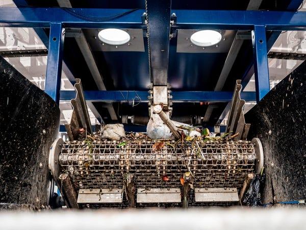 Chàng thanh niên mang hoài bão dọn sạch biển hợp tác cùng Microsoft, chế tạo tàu gom rác tự hành chạy bằng năng lượng Mặt Trời - Ảnh 17.