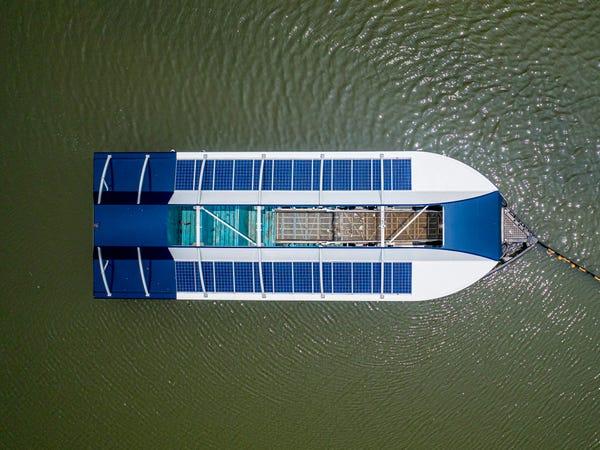 Chàng thanh niên mang hoài bão dọn sạch biển hợp tác cùng Microsoft, chế tạo tàu gom rác tự hành chạy bằng năng lượng Mặt Trời - Ảnh 13.