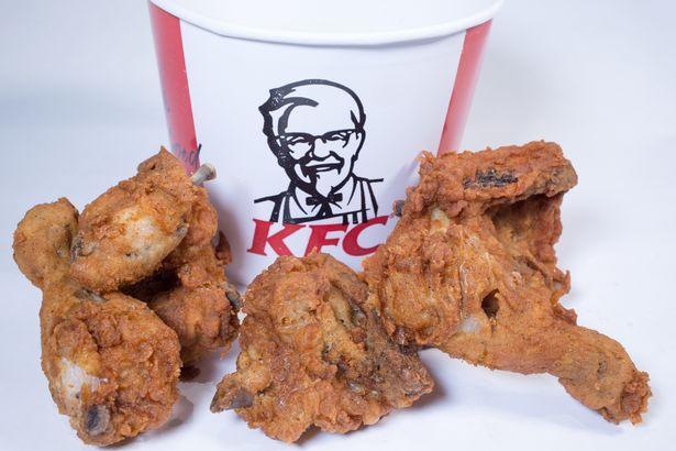 Tưởng miếng gà rán KFC nên cầm lên, ai ngờ đấy lại là miếng pha lê siêu đẹp - Ảnh 2.