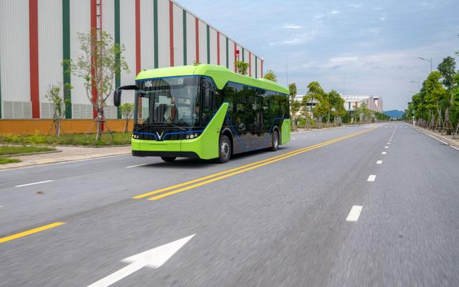 Vingroup chính thức chạy thử nghiệm xe buýt điện VinFast - Ảnh 1.