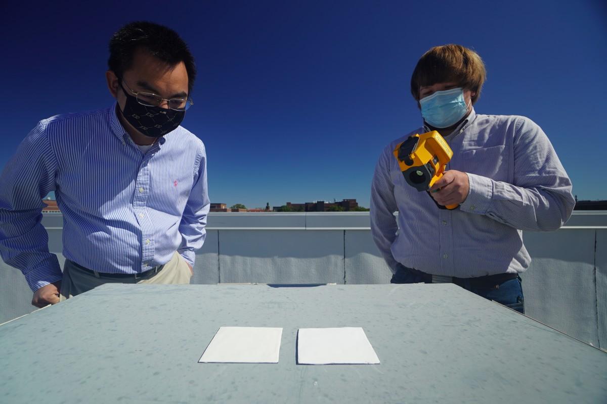 Chế tạo thành công sơn siêu trắng có thể phản xạ 95,5% ánh sáng, giúp nhà mát mẻ mà không cần điều hòa - Ảnh 1.