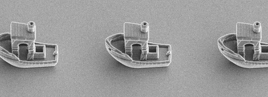 Đây là con thuyền nhỏ nhất thế giới, nó có thể trôi trên bề mặt một sợi tóc - Ảnh 1.