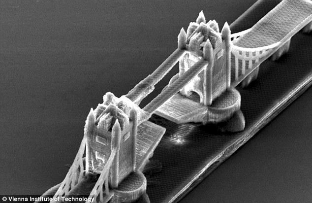 Đây là con thuyền nhỏ nhất thế giới, nó có thể trôi trên bề mặt một sợi tóc - Ảnh 5.