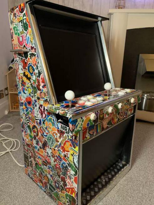 Chỉ tốn 3 triệu đồng, ông bố này đã tự xây dựng được 1 cỗ máy game thùng cực chất để con trai tha hồ chơi loạt game kinh điển - Ảnh 2.