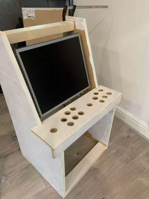 Chỉ tốn 3 triệu đồng, ông bố này đã tự xây dựng được 1 cỗ máy game thùng cực chất để con trai tha hồ chơi loạt game kinh điển - Ảnh 5.