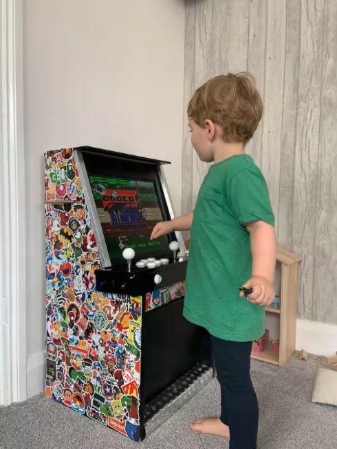 Chỉ tốn 3 triệu đồng, ông bố này đã tự xây dựng được 1 cỗ máy game thùng cực chất để con trai tha hồ chơi loạt game kinh điển - Ảnh 8.