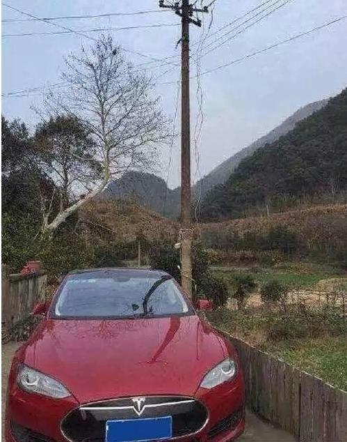 Chạy xe Tesla về nông thôn không có cọc sạc, tài xế Trung Quốc chọn dùng phương án cực kỳ liều lĩnh - Ảnh 2.
