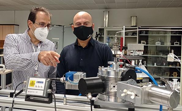 Không cần điện phân, bắn vi sóng vào nước là cũng có thể tạo ra hydro, các nhà khoa học mở cánh cửa tạo pin sạc siêu nhanh và nhiên liệu sạch - Ảnh 1.