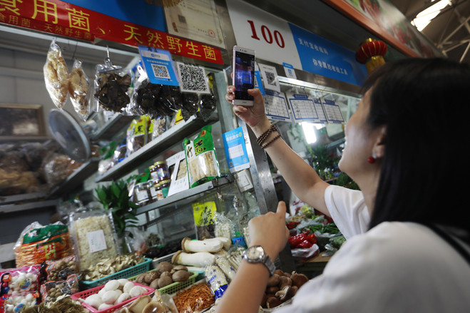 Ở Trung Quốc, tội phạm bị trừng phạt bằng lệnh cấm dùng ứng dụng thanh toán - Ảnh 2.
