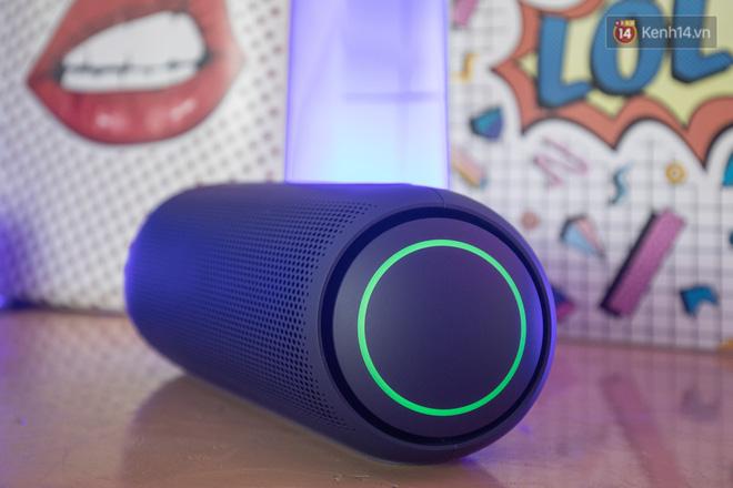 Đánh giá nhanh loa LG XBOOM Go: Thiết kế trẻ trung, nhiều tính năng thông minh, phù hợp cho fan Rap Việt - Ảnh 2.