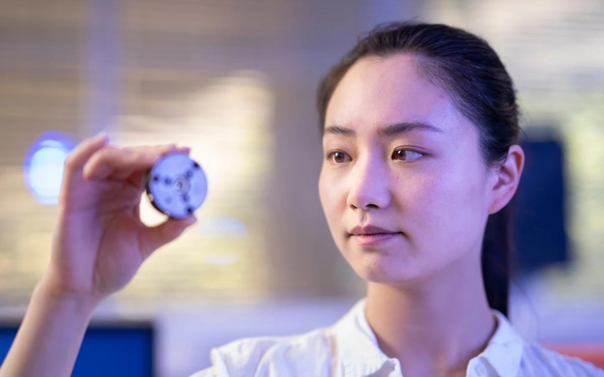 Với quá trình thực hiện chỉ vài phút đồng hồ, các nhà khoa học tạo ra kim cương hiếm ở nhiệt độ phòng