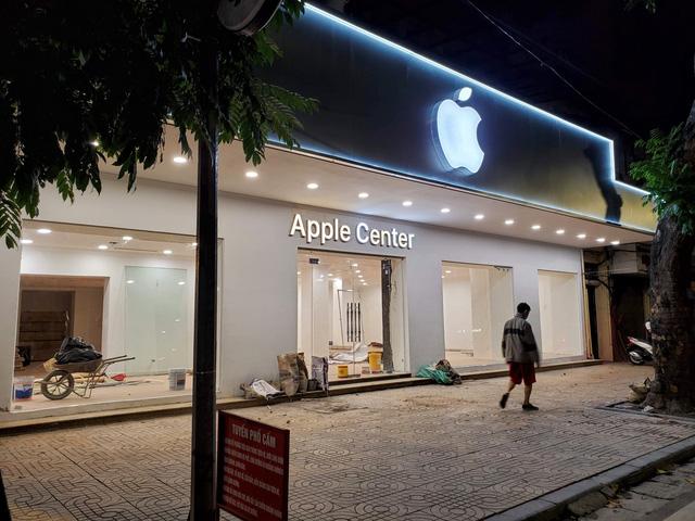 Apple Store nhái tại Hà Nội bị đổi tên thành Capital Center, logo táo khuyết bị gỡ - Ảnh 1.