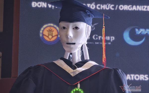 Xuất hiện robot AI Việt Nam được nhận định vượt xa Sophia: Biết đọc thơ, giải toán, có cả vị giác và trái tim - Ảnh 1.