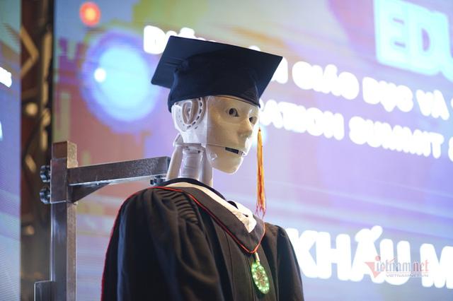 Xuất hiện robot AI Việt Nam được nhận định vượt xa Sophia: Biết đọc thơ, giải toán, có cả vị giác và trái tim - Ảnh 5.