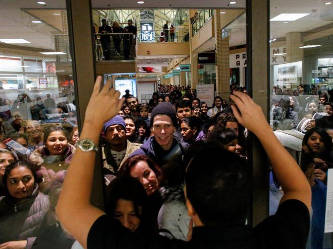 Những câu chuyện chứng minh Black Friday tạo ra một thế giới điên rồ và cuồng loạn nhất, theo lời kể của các nhân viên bán hàng - Ảnh 4.