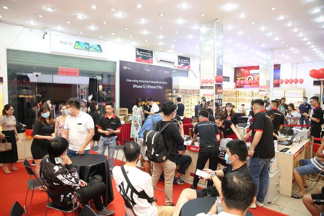 Cuộc đua bán hàng iPhone 12 Series: Trong lúc FPT Shop giao xong 4.500 máy kiếm trăm tỷ thì khách mua qua Thế giới Di động phải chờ đến cuối tháng 12 - Ảnh 2.