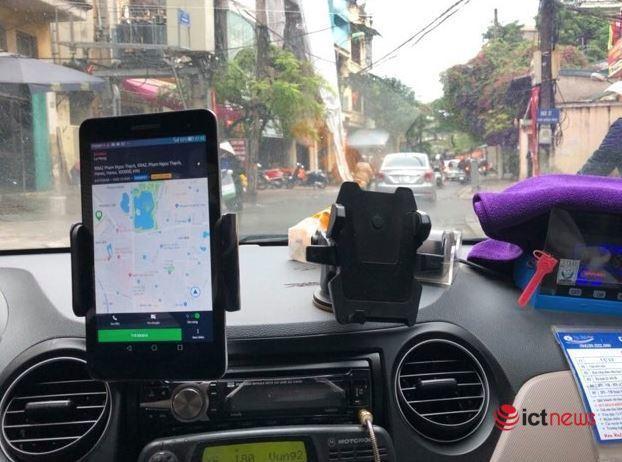Tăng thuế taxi công nghệ: Ai là người phải gánh? - Ảnh 1.