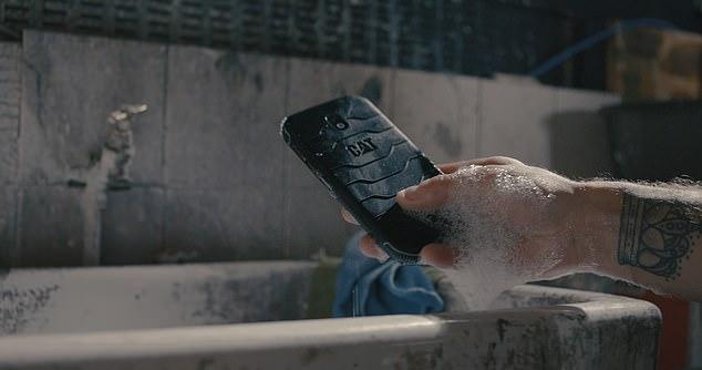Điện thoại 'kháng khuẩn' đầu tiên trên thế giới có giá 7 triệu đồng - Ảnh 1.
