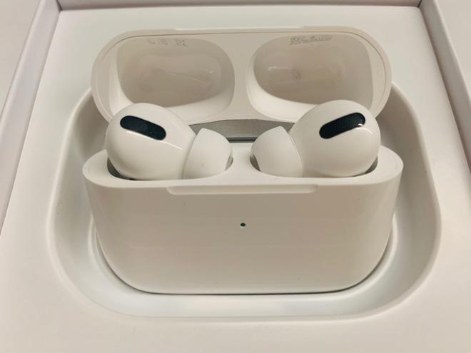 Lạc vào vũ trụ AirPods fake: Từ những chiếc tai nghe vài chục nghìn cho đến hàng nhái tinh vi mà CEO Apple cũng không phân biệt được - Ảnh 1.