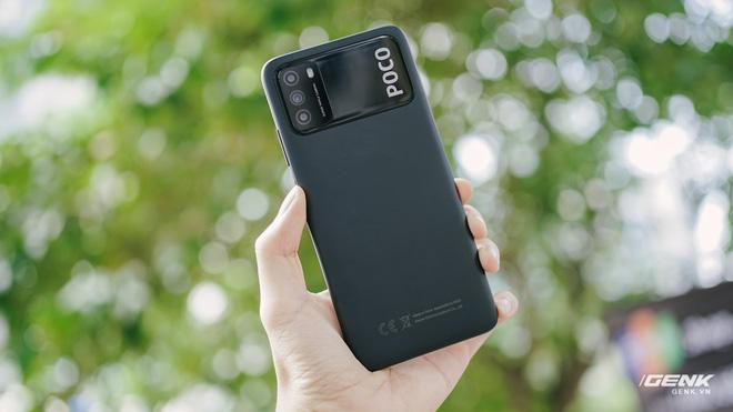 Trên tay POCO M3: Chỉ hơn 3 triệu đồng đã có mặt lưng giả da, loa kép, camera 48MP, pin khủng 6000mAh - Ảnh 3.