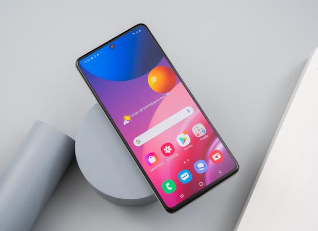 """Nhìn lại cuộc đua smartphone những năm gần đây: Người dùng đang bị """"lừa"""" bởi rất nhiều thứ thừa thãi đến vô lý! - Ảnh 11."""