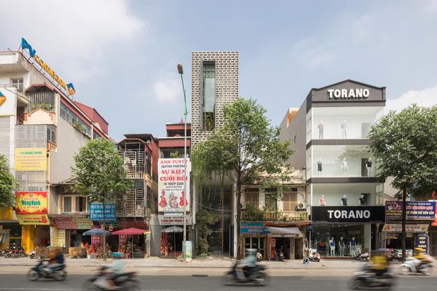 Nhà ống Hà Nội với thiết kế có một không hai, nhẵn mặt mọi tạp chí kiến trúc lớn nhỏ trên thế giới - Ảnh 1.