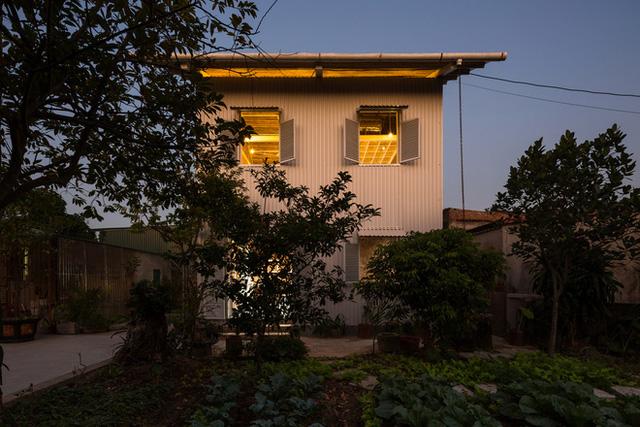 Ngôi nhà chống lũ bằng khung thép chịu lực của Việt Nam lên báo Mỹ - Ảnh 12.
