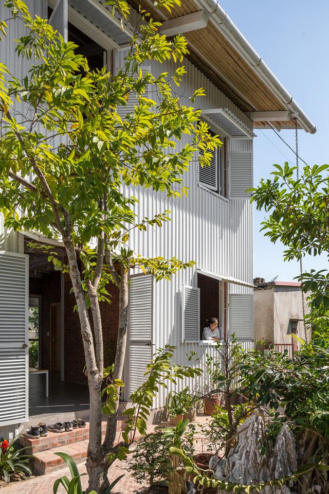 Ngôi nhà chống lũ bằng khung thép chịu lực của Việt Nam lên báo Mỹ - Ảnh 3.