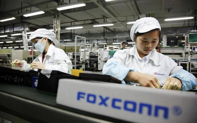 Khởi nghiệp với 7.500 USD cùng 10 công nhân già, đế chế này sản xuất 40% đồ điện tử toàn cầu - Ảnh 3.