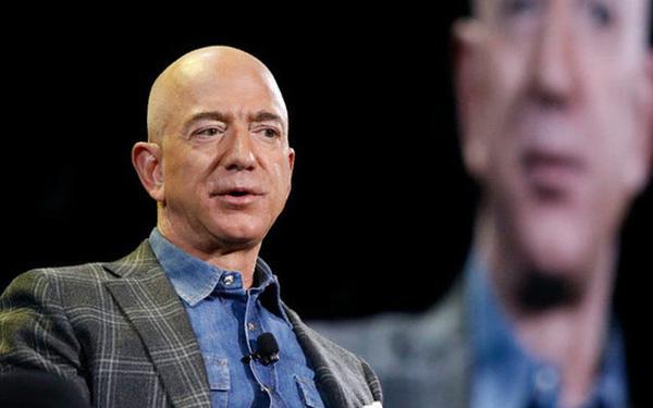 Chiếc ghế trống của Jeff Bezos giúp Amazon thành công ty 1.600 tỷ USD thế nào? - Ảnh 1.