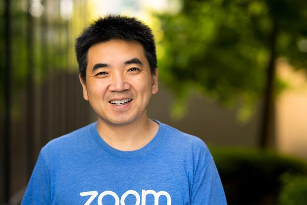 Top CEO công nghệ được lòng nhân viên nhất thế giới: Sếp Facebook và Amazon gây bất ngờ lớn! - Ảnh 2.