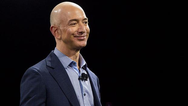 Top CEO công nghệ được lòng nhân viên nhất thế giới: Sếp Facebook và Amazon gây bất ngờ lớn! - Ảnh 8.
