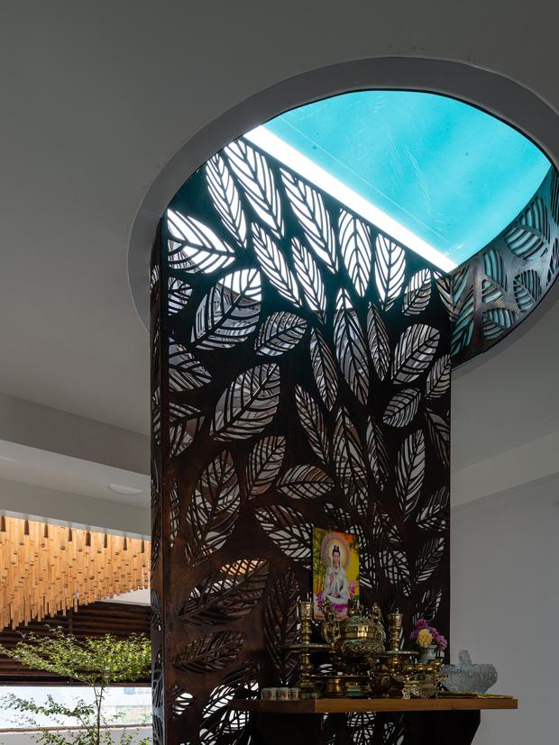 Nhà tổ chim với thiết kế phá vỡ mọi quy tắc: Không có tường ngăn, nhìn đâu cũng thấy cây xanh với khoảnh trống - Ảnh 13.