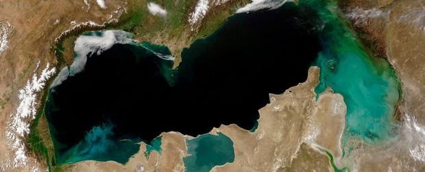Chiếc hồ lớn nhất thế giới đang bị hủy hoại nghiêm trọng vì biến đổi khí hậu, và mọi chuyện có lẽ đã quá muộn để thay đổi - Ảnh 2.