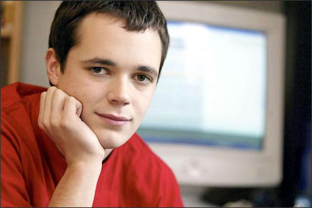 Microsoft gây phẫn nộ khi 'bắt nạt' thanh niên 17 tuổi vì dùng tên 'Mikerowesoft', bồi thường 'hẳn' 10 USD để dừng hoạt động - Ảnh 1.