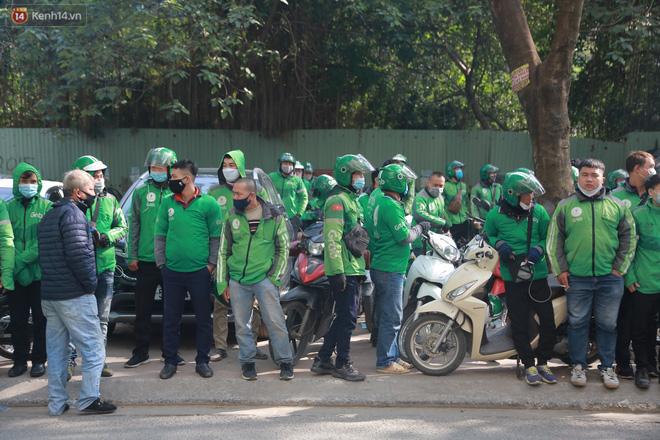 Hà Nội: Hàng trăm tài xế tắt app, tập trung phản đối Grab tăng giá cước - Ảnh 3.