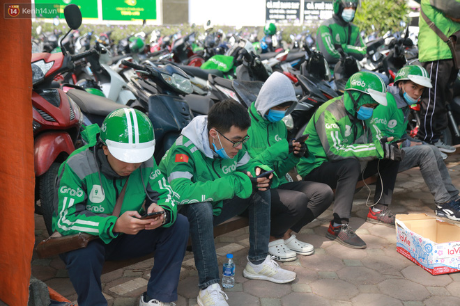 Hà Nội: Hàng trăm tài xế tắt app, tập trung phản đối Grab tăng giá cước - Ảnh 4.