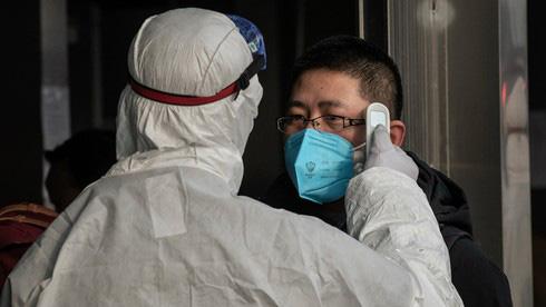 Không phải cứ có dấu hiệu ho, sốt là lao đi xét nghiệm virus corona, đây mới là việc bạn cần làm trước tiên - Ảnh 2.