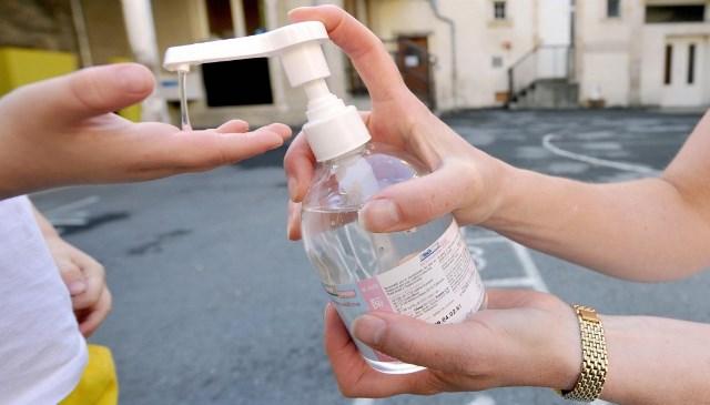 Phòng dịch Covid-19: Cách đọc thành phần nước rửa tay, tránh mua sản phẩm chứa một trong 28 chất cấm này - Ảnh 1.