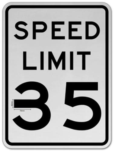 Xe Tesla tăng tốc lên 85mph vì bị đánh lừa bởi miếng băng keo dán trên biển báo 35mph - Ảnh 1.