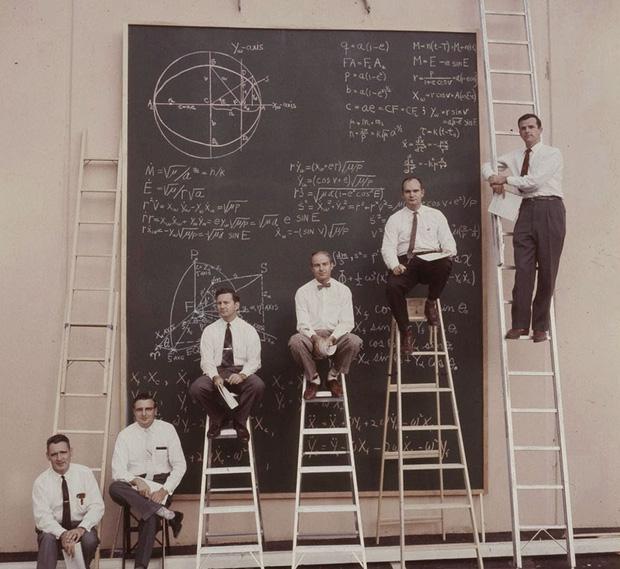 Ngày xưa khi chưa có máy tính và đây là cách các nhà khoa học NASA tính toán, nhìn chất và ngầu quá - Ảnh 2.