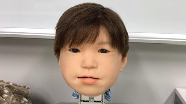 Nhật Bản phát triển thành công mẫu robot trẻ em chân thực đến rùng mình, lại còn biết đau giống hệt con người - Ảnh 1.