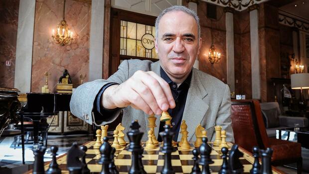 Nạn nhân đầu tiên mất việc vì AI - kiện tướng cờ vua Nga tin rằng tiếp theo sẽ đến lượt người lao động - Ảnh 1.