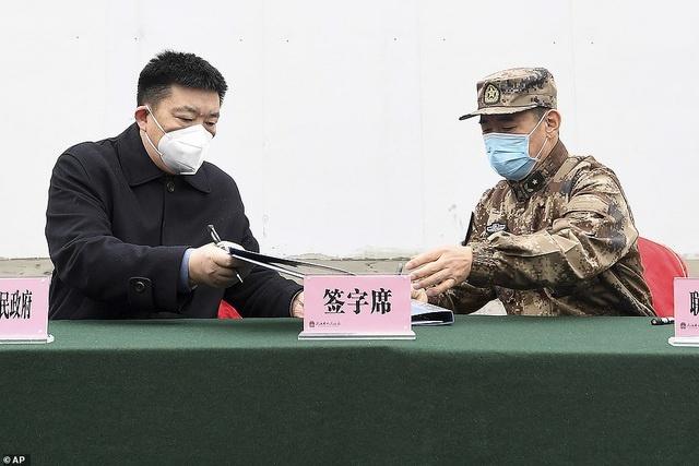Bên trong bệnh viện dã chiến được Trung Quốc xây thần tốc trong 10 ngày để đối phó virus Vũ Hán - Ảnh 1.