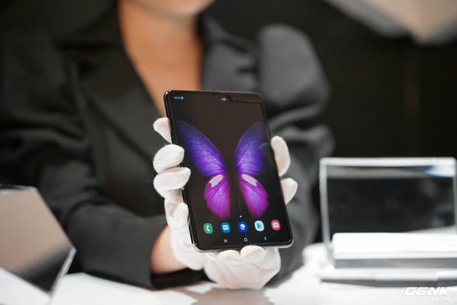 Bạn có nên chờ đợi thêm hay mua luôn Galaxy Fold hay Motorola Razr tại thời điểm này? - Ảnh 3.