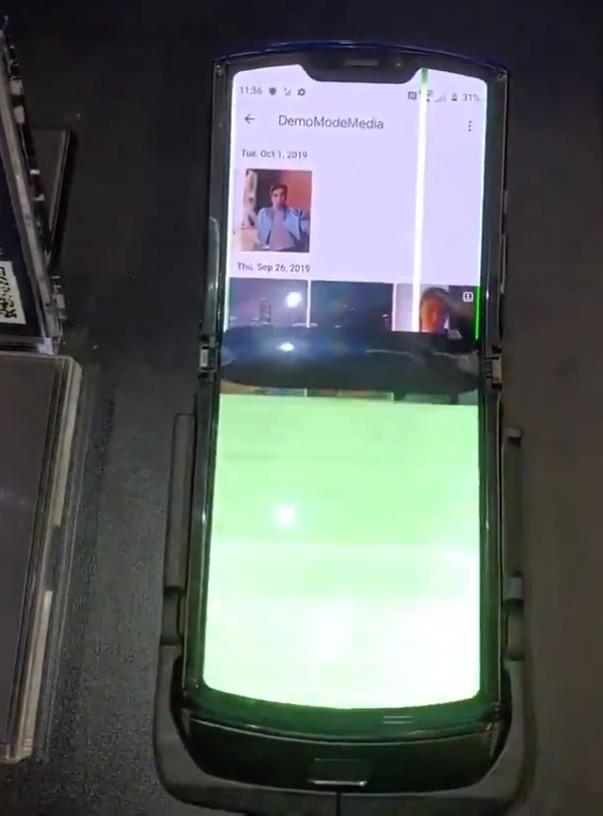 Chỉ sau 1 ngày mở bán, Moto RAZR đã bị lỗi màn hình hàng loạt - Ảnh 3.