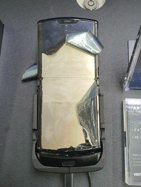 Chỉ sau 1 ngày mở bán, Moto RAZR đã bị lỗi màn hình hàng loạt - Ảnh 4.
