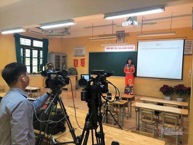 """Phụ huynh và giáo viên """"nâng cấp level"""" để dạy trực tuyến cho học sinh - Ảnh 4."""