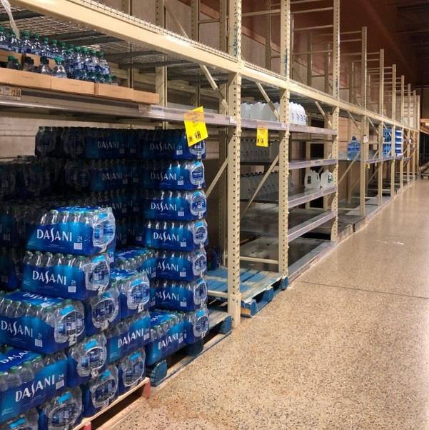 Dân Mỹ ồ ạt tích trữ nước đóng chai vì Covid-19, riêng Dasani 'trường tồn' trên kệ hàng, giảm giá 'sập sàn' cũng không ai muốn mua! - Ảnh 5.
